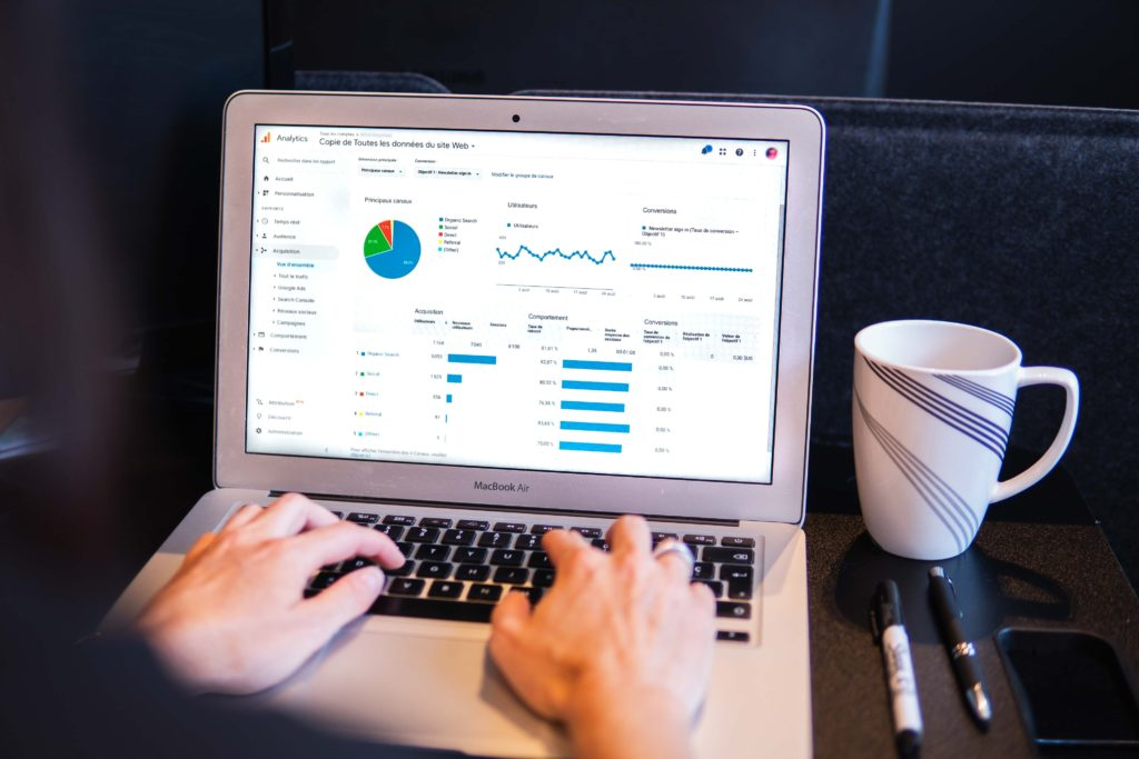 Laptop mit Google Analytics